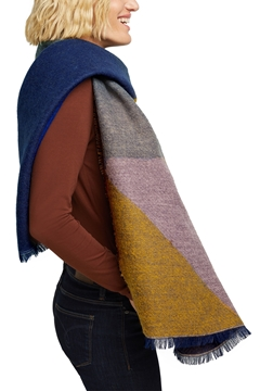 Снимка на Дамски шал от рециклирана материя