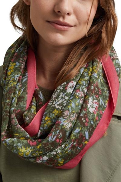 Снимка на Дамски шал с цветен принт