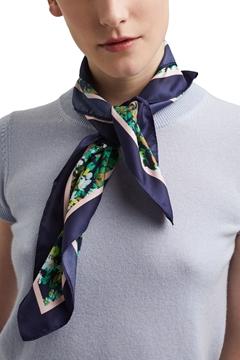 Снимка на Дамски шал със сатенено покритие
