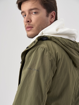 Picture of Short hooded coat Made from crinkle nylon