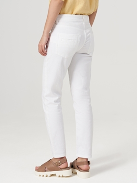 Picture of SUSTAINABLE Jeans THEDA boyfriend mid waist model in a pale garment wash