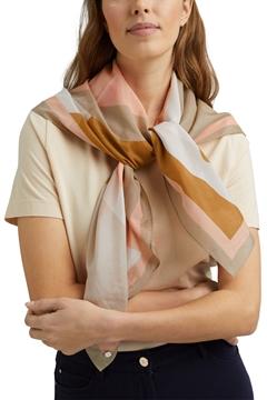 Снимка на Дамски копринен шал с цветен принт