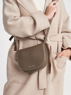 Снимка на SUSTAINABLE Дамска чанта през рамо от висококачествена естветвена кожа